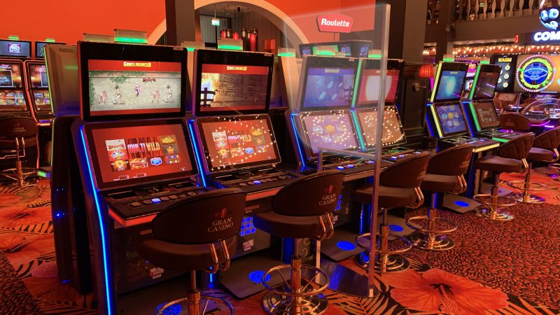 Solution to slots social distancing